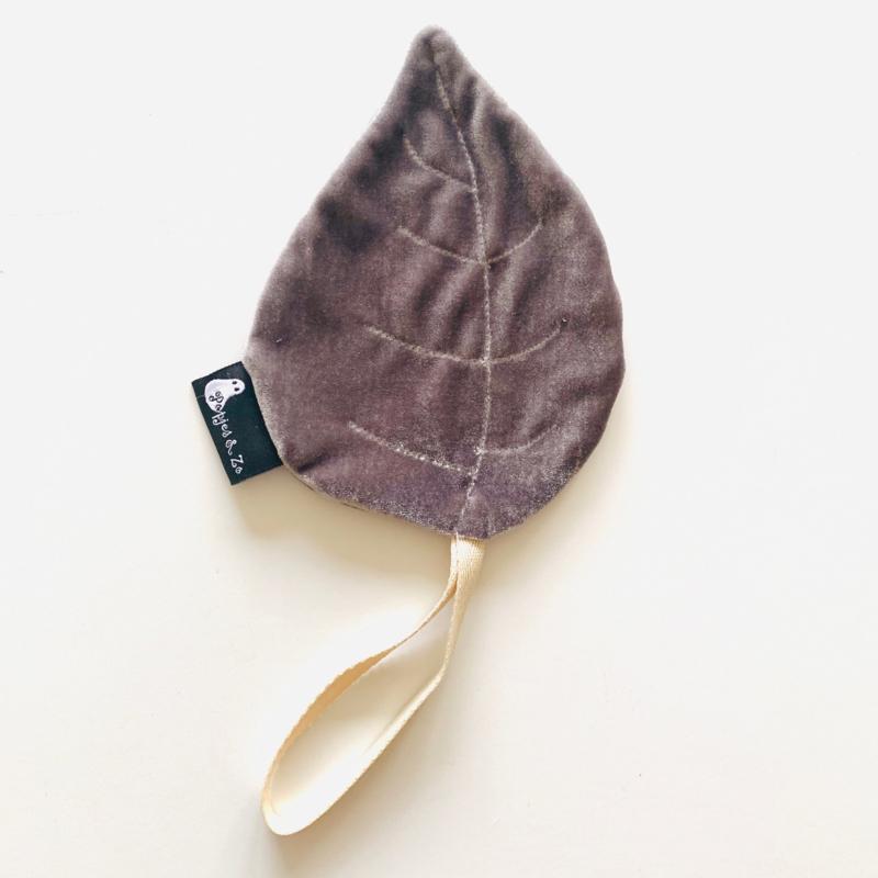 Speendoekje velvet leaf blad zilver grijs