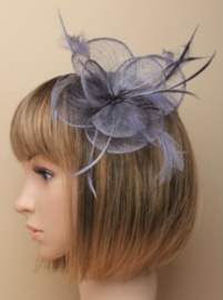 Grijze Sinamay Fascinator