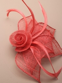 Koraal Rode Sinamay Fascinator
