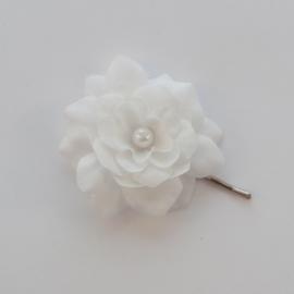 Kleine Haarbloem Wit met Parel Hartje