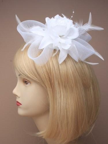 Witte Roos Fascinator