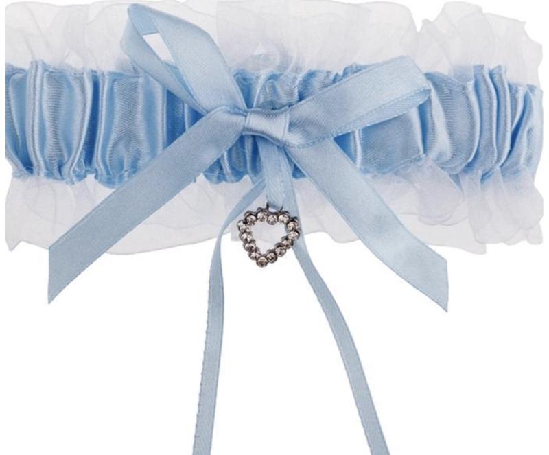 Wit met Blauwe Kousenband met Hartjes Bedeltje