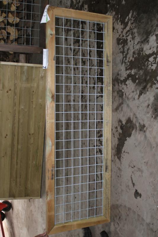 Grenen beton-ijzertrellis