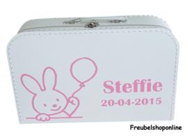Koffertje met naam en afbeelding van konijn met ballon