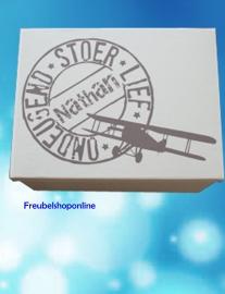 Geboortedoos / kist  naamstempel vliegtuig met naam voor alle 1e herinneringen