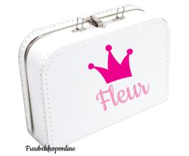 Koffertje met naam en afbeelding van een kroon