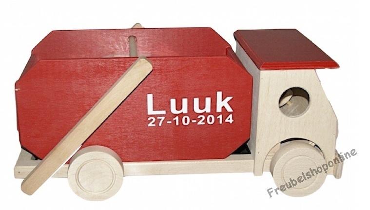 Containerauto met houten blokken met naam rood