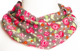 Bruin sjaal met fuchsia bloemen