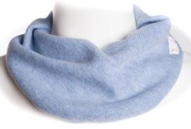 Lichtblauw geribbeld sjaal