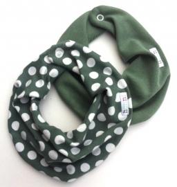 Oudgroen sjaal met witte stippen