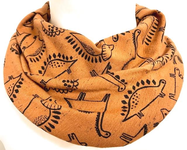 Bruin sjaal met dinos