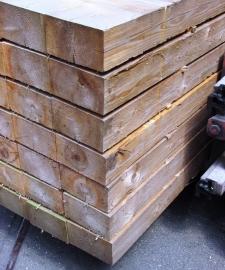 Gewolmaniseerde bielzen 250 x 22,5 x 12,5 cm.