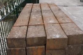 Hardhouten biels 250 x 25 x 15 cm.