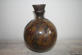 Bolvaas, kopergoudkleurig glazuur met beschilderde slibdecoratie, verkocht!
