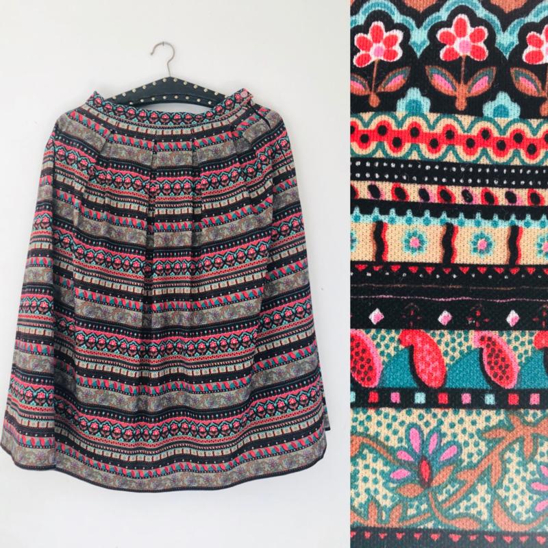 Vintage 70 ties rok met print. Van stroken en bandjes (36)