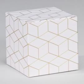 Kubus met geometrisch patroon in goudfolie