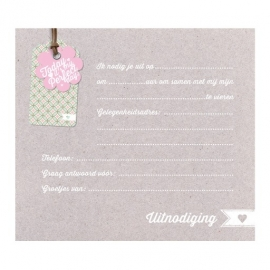 Uitnodiging communie op kraftpapier met applicatie bloemetje