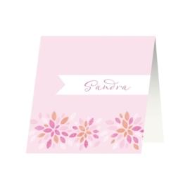 Tafelkaartje passend bij de uitnodiging met grafische bloemen