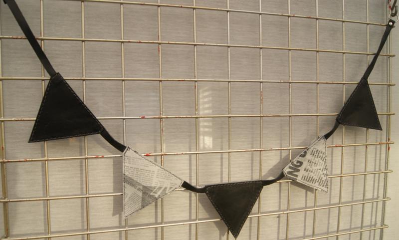 Mini slinger zwart/ paper
