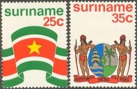 Suriname Republiek  17/18 Vlag & Wapen 1976 Postfris