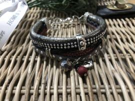 Handgemaakt armbandje Grijs/zwart rood L