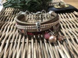 Handgemaakt armbandje Bruin/beige/roze flowers XS