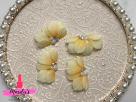 3D nailart bloem acryl 15 pastel geel