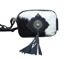 Ganesha - Karma Zwart/wit koeienhuid tas met turquoise stenen