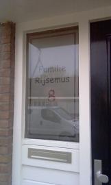 Etched glass raamfolie met naam en huisnummer 3