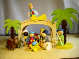 Houten gekleurde  kinder kerstgroep 14 delig +Stal