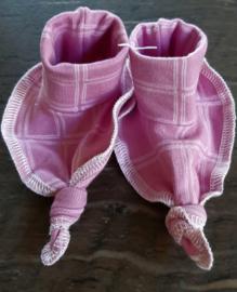 Nieuwe slofjes roze handgemaakt van trico