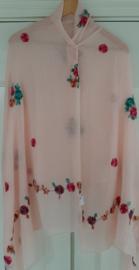 Licht zalm kleurige sjaal met bloemen borduursel