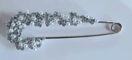 Zilverkleurige sierspeld met pareltjes en strass 8,5 cm