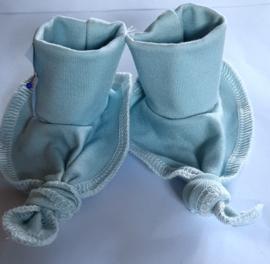 Baby slofjes handgemaakt van trico licht blauw
