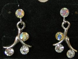 Swarovski oorbellen met naturel en parelmoer kleurige steentjes