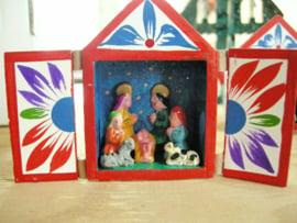 klein kerststalletje +groepje handgemaakt uit Peru