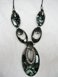 Antraciet grijze ketting met zwart en grijs parelmoer + hanger