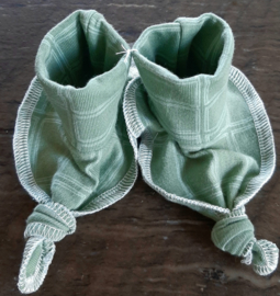 Trico baby slofjes groen en wit geruit handgemaakt
