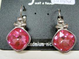 Roze oorbellen met geslepen steen