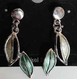 Zilverkleurige blaadjes oorbellen met stekertje