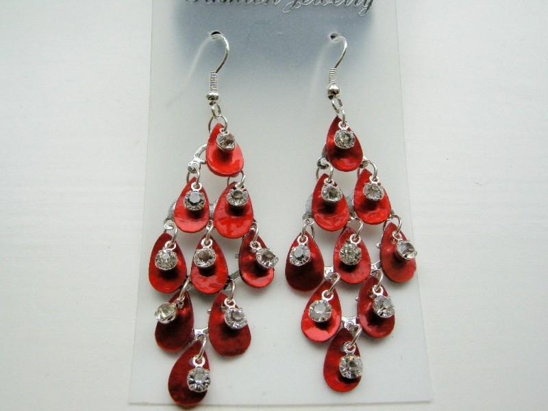 parelmoer hangende oorbellen met strass steentje rood
