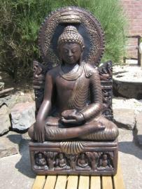 Boeddha op troon