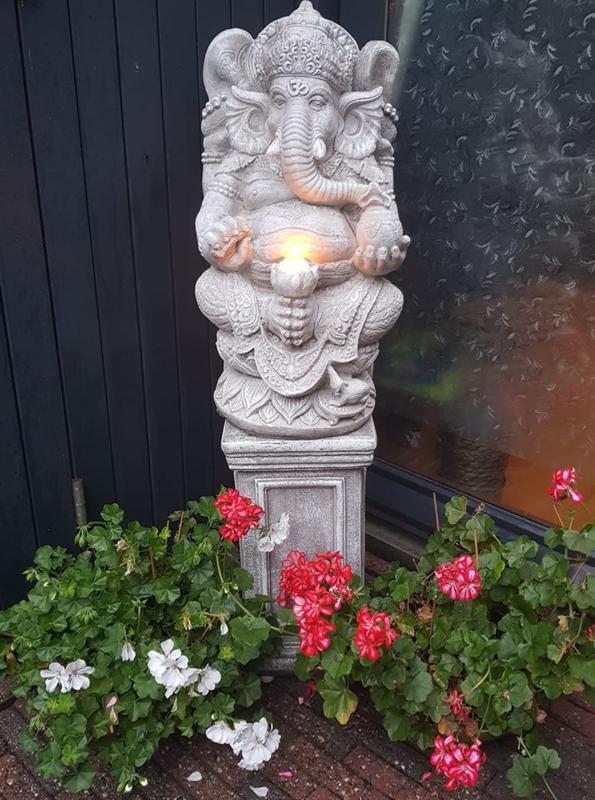 Ganesha op sokkel