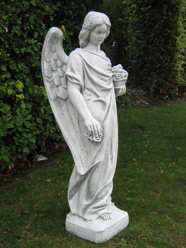 Grote staande engel