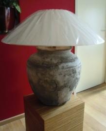 Zeer bijzondere oude lampenvoet van beige steen exclusief kap