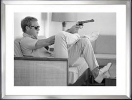 Steve McQueen in spiegel lijst