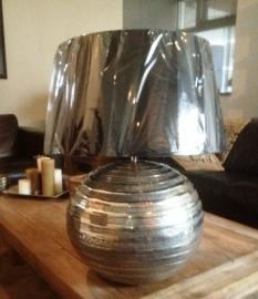 Metalen bol tafellamp