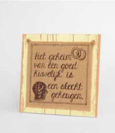 Wooden sign - Het geheim van een goed huwelijk |