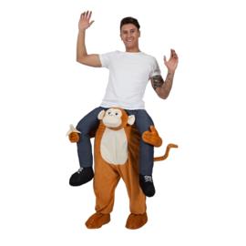 Door aap gedragen kostuum