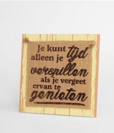 Wooden sign - Tijd verspillen |